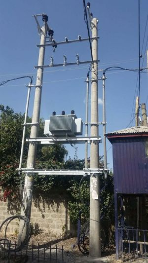 Pole mounted transformer installation